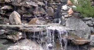 водопад из натурального камня